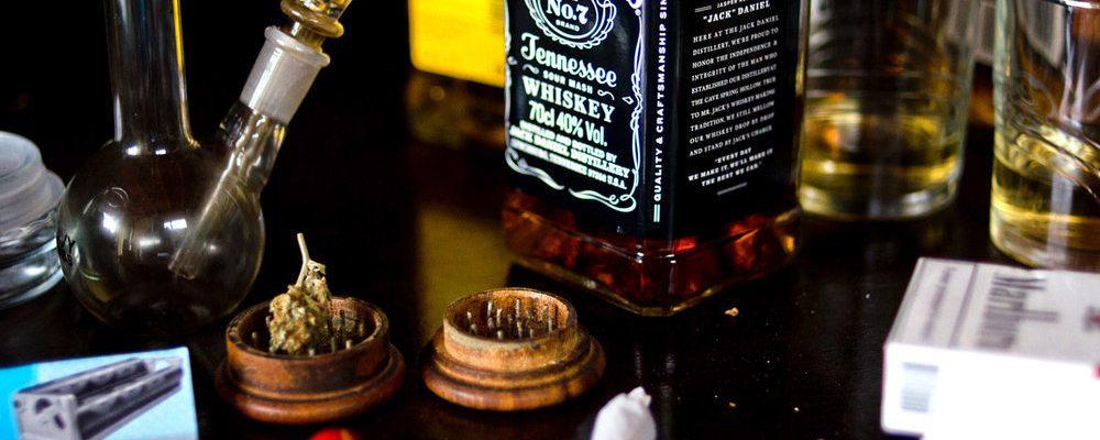 ¿Qué nos hace más daño, el alcohol o la marihuana?